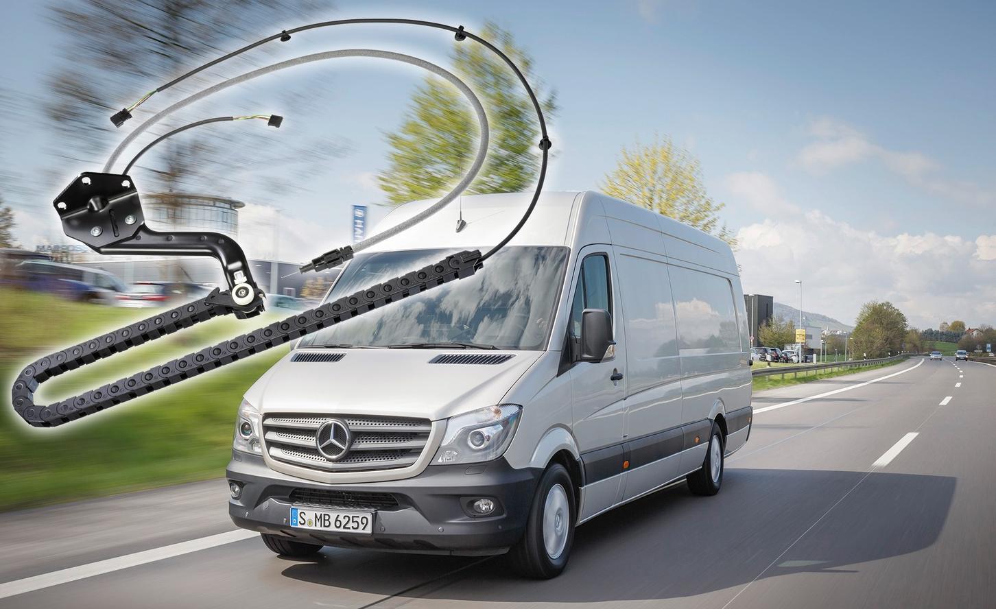 Das korrosionsfreie Gesamtsystem für die Daimler AG gewährleistet eine dauerhafte Bestromung der Schiebetür, hat eine lange Lebensdauer und ist wartungsfrei.