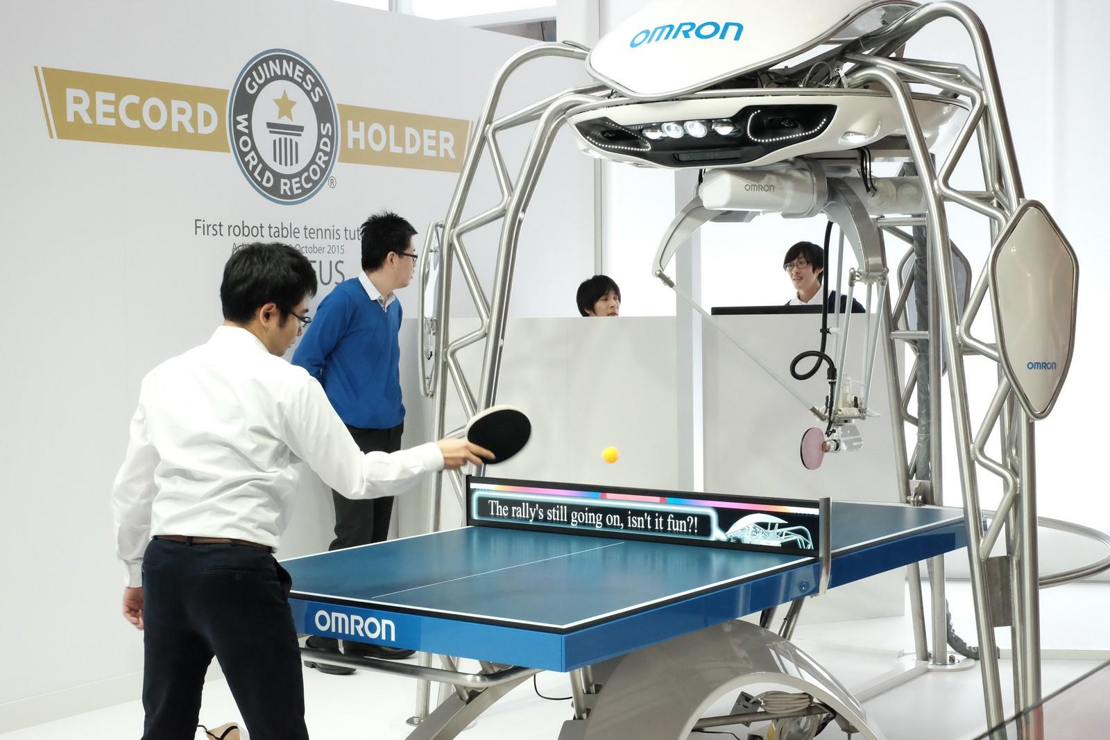 Der 'Tischtennisroboter' war auch auf der Hannover Messe 2017 ein Hingucker. was so spielerisch aussieht hat jede Menge Ingenieure beschäftigt, die die dahinterliegende Steuerung 'intellligent' gemacht haben.