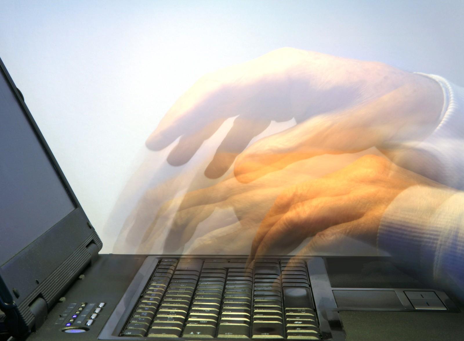 Bei Bewerbungen per E-Mail schleichen sich oft kleine Fehler ein. Mit diesen 8 Tipps können solche vermieden werden.