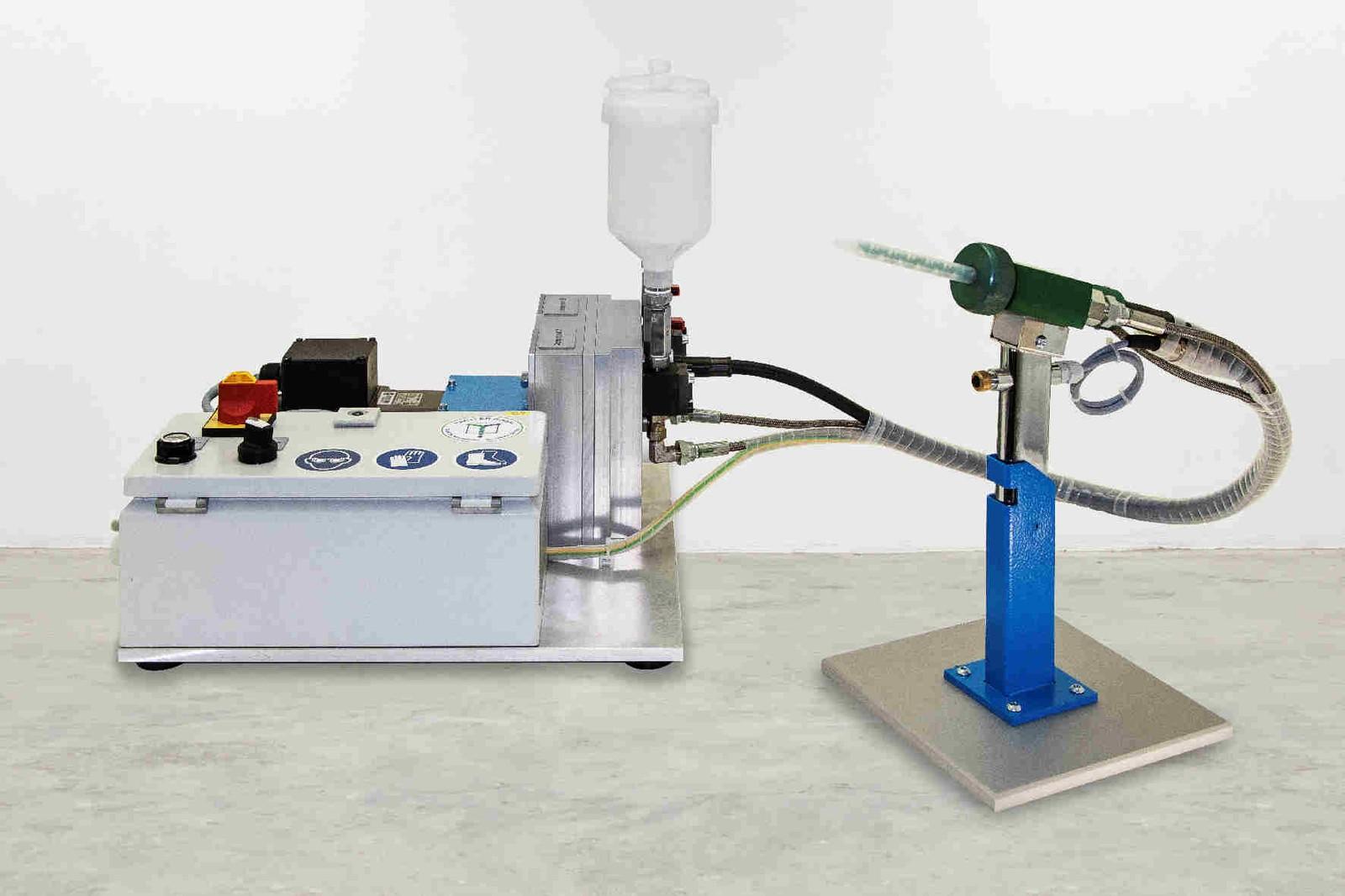 Mit der neu aufgelegten MDM 4 aus der bewährten MDM-Baureihe zeigt Tartler ein vielseitig einsetzbares Tischgerät, mit der sich flüssige und niederviskose Medien präzise und effizient dosieren und mischen lassen.