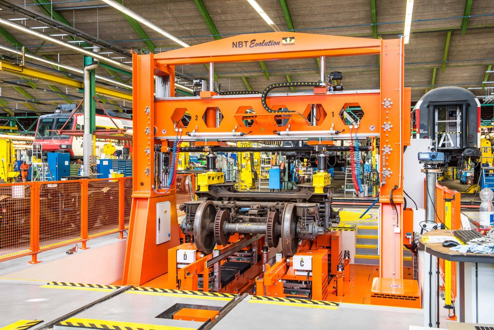 Aufgrund der smarten Systemarchitektur, die Bucher Hydraulics für den Drehgestell-Prüfstand von Nencki projektierte und erstellte, braucht die neue Achse nur noch 30 statt zuvor 250 Liter Ölvolumen.