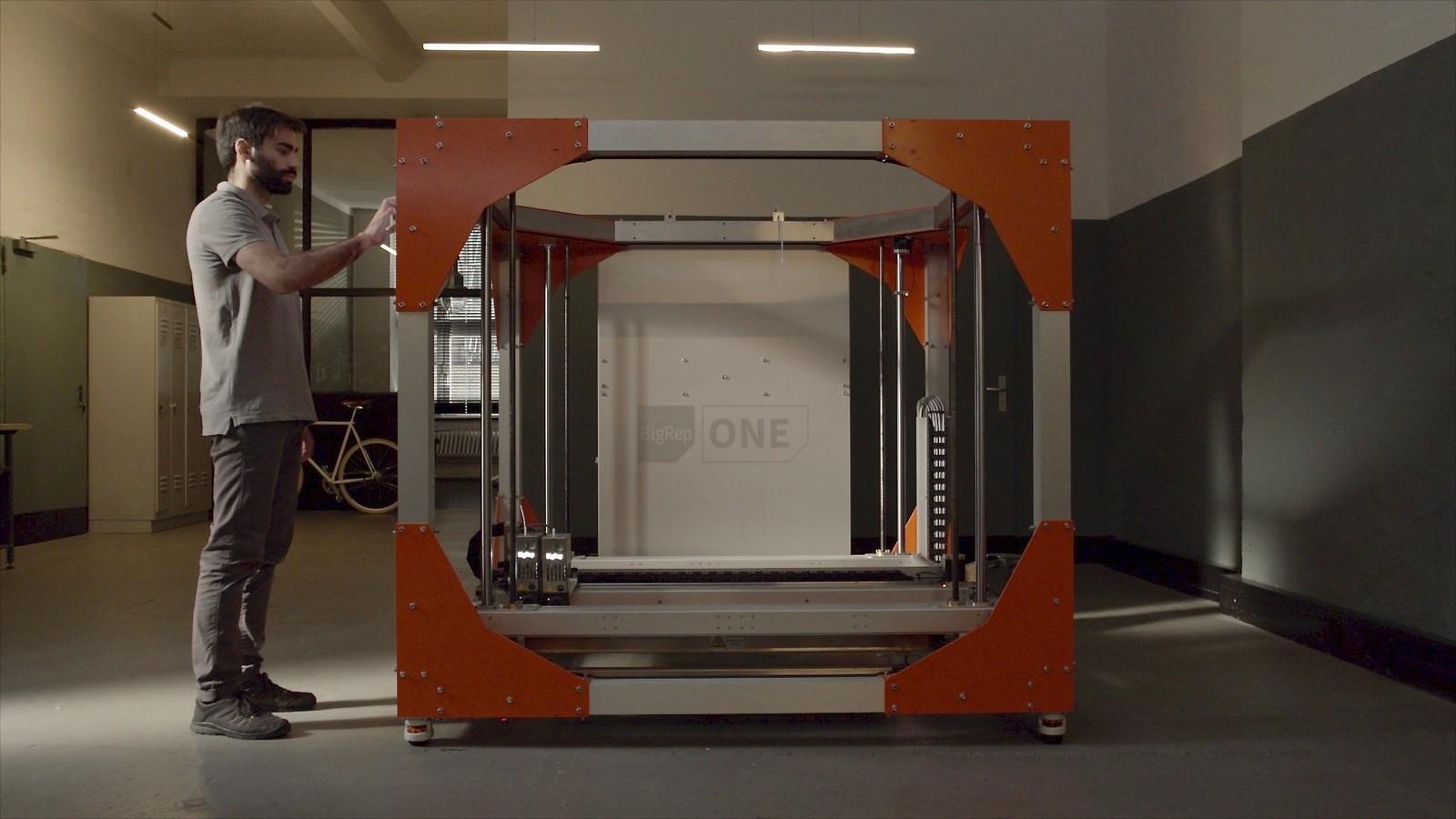 Der 3D-Drucker One von Big Rep wird bei Ethiad für die Herstellung von Vorlagen, Einrichtungs- und Kabinenteilen vor Ort eingesetzt.