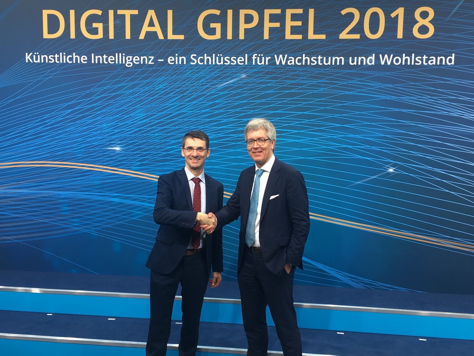 Dr. Frank Melzer (re.) vom Vorstand bei Festo löst Bernd Leukert, SAP-Vorstandsmitglied, als neuer Leiter des Lenkungskreises Plattform Industrie 4.0 ab.