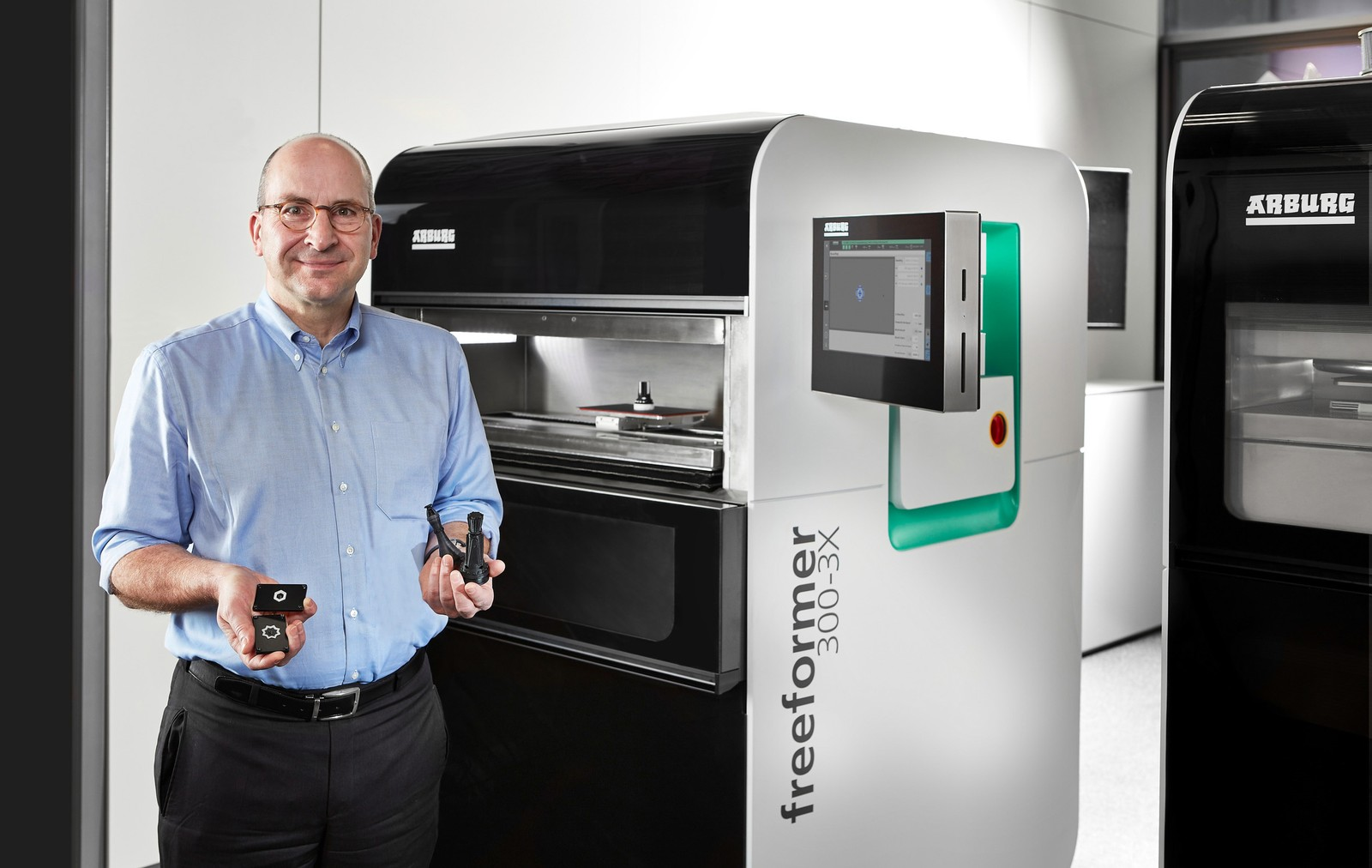 """""""In unserer neuen 'AM Factory' zeigen wir vollautomatisiertes, vernetztes und zu 100 Prozent rückverfolgbares Additive Manufacturing."""", erklärt Heinz Gaub, Geschäftsführer Technik bei Arburg."""