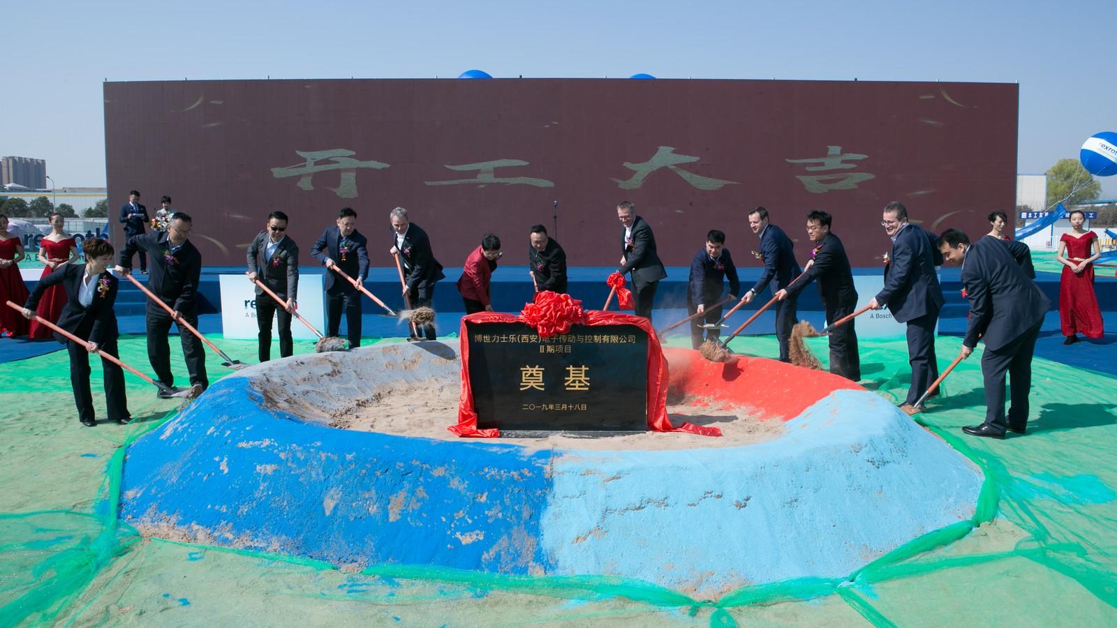 Symbolischer Spatenstich bei Bosch Rexroth in Xi'an für den Werksausbau zur Fabrik der Zukunft.