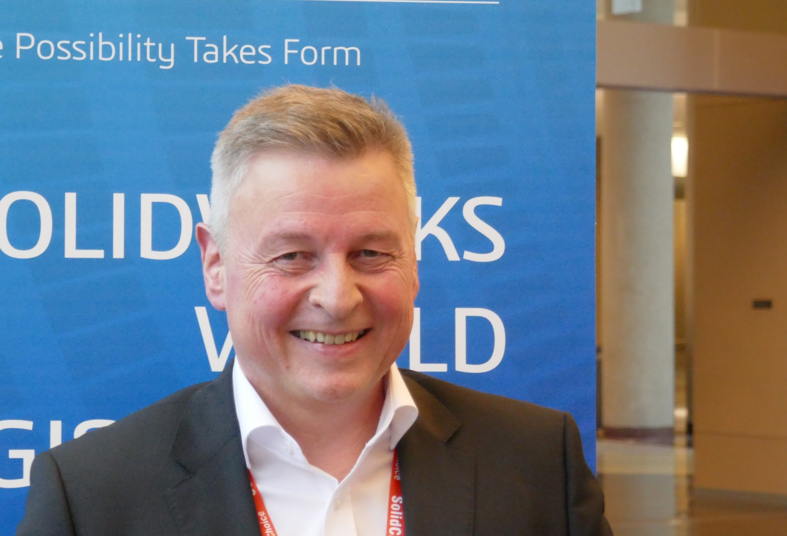 Uwe Burk auf der Solidworks World in Dallas beim Pressegespräch mit den deutschsprachigen Fachjournalistinnen und Fachjournalisten. Er erklärte unter anderem, was unter dem Begriff Mainstream-Enterprise-Market zu verstehen ist.