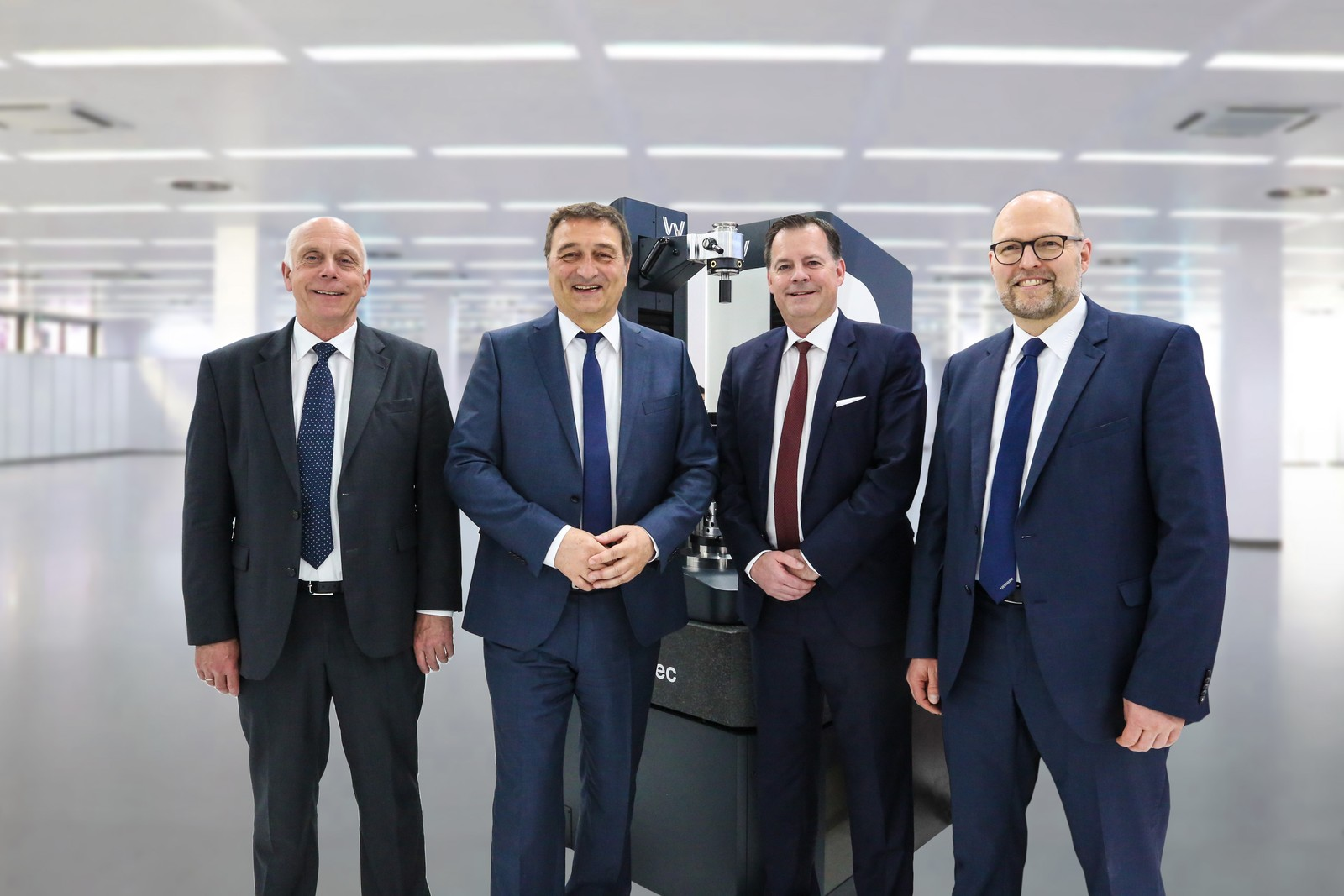 Von links: H. Heinrich Brüderle (Wenzel Geartec), Dr. Christian Lang (Liebherr-Verzahntechnik), Frank Wenzel (Wenzel Geartec), Dr. Hans Gronbach (Liebherr-Verzahntechnik)