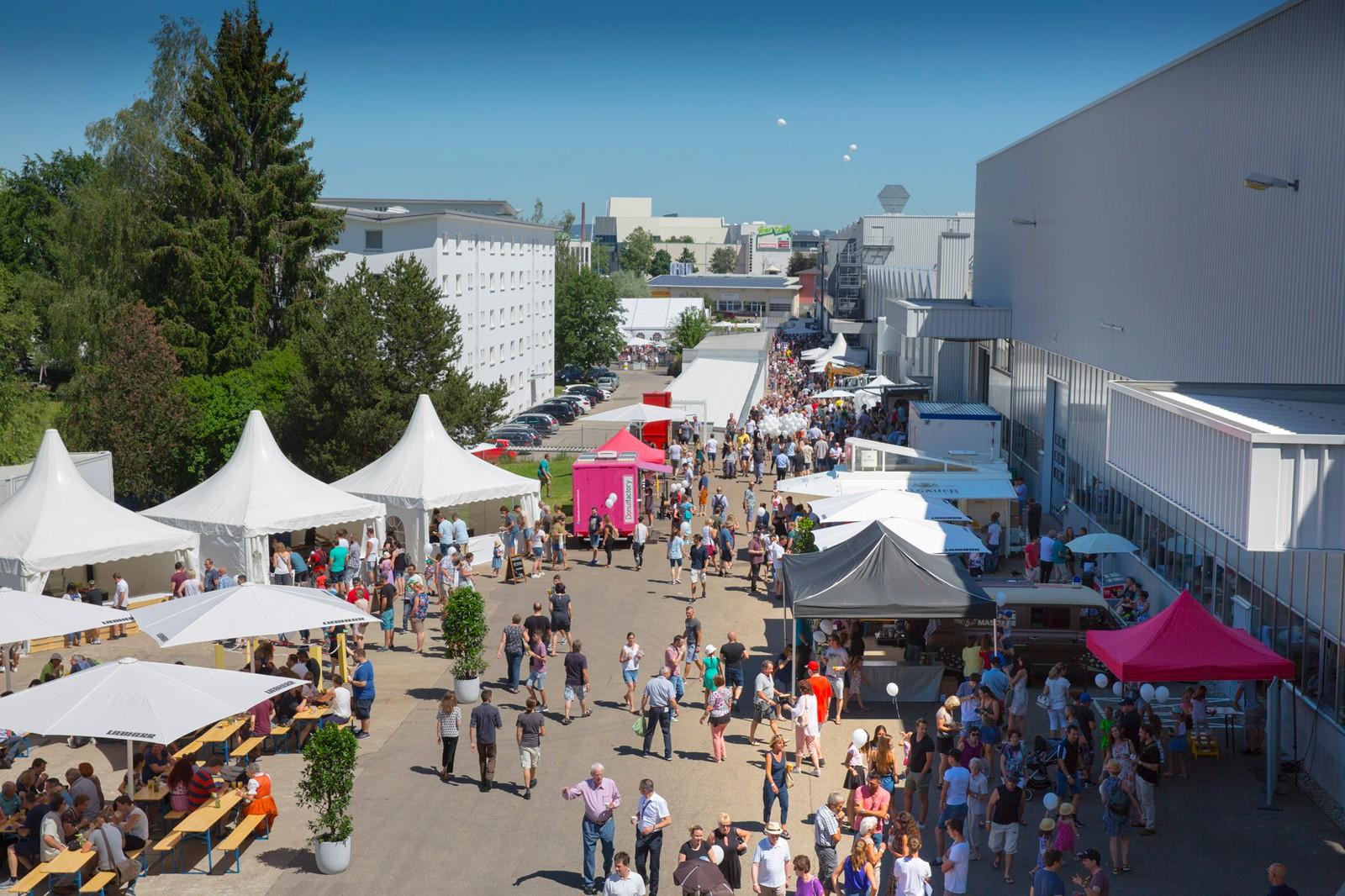 Knapp 5.000 Besucher strömten am Familientag auf das Geländer der Liebherr-Verzahntechnik GmbH.