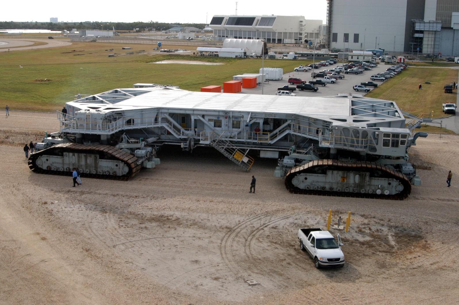 Surplex vermarktet gebrauchte Maschinen und Anlagen und hat sich auf die Suche gemacht: Das sind die die 11 größten Maschinen der Welt.