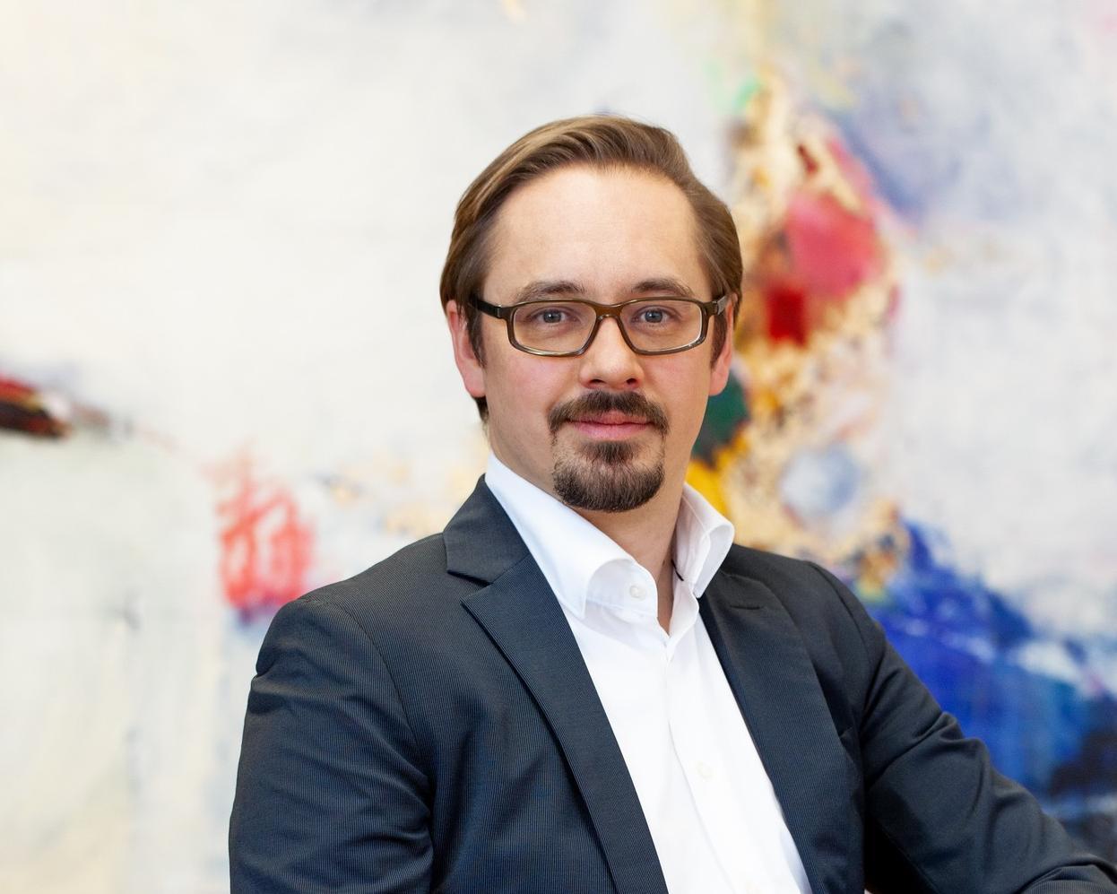 """Nikolai Ensslen, Gründer und CEO der Synapticon GmbH: """"Der klassische Maschinenbau wird von neuen Branchen beziehungsweise Technologien in die Zange genommen und viele Unternehmen wissen noch nicht, wie sie darauf reagieren sollen."""""""