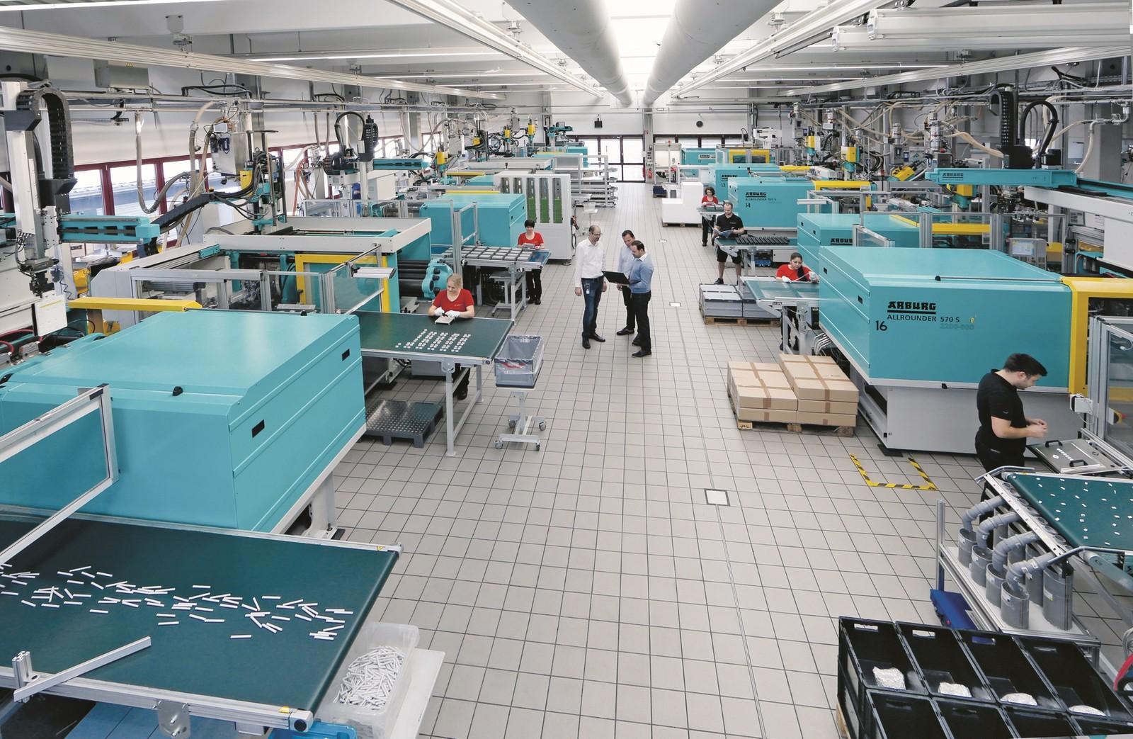 Rund 250 Mio. Teile werden pro Jahr bei dem Full-Service-Partner Kunststofftechnik Schmid produziert.