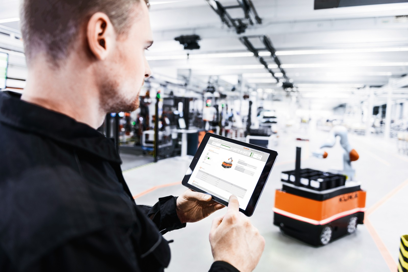 Vernetzung von der Maschine bis zur Cloud: Kuka mit der Open Industry 4.0 Alliance auf der SPS in Nürnberg.