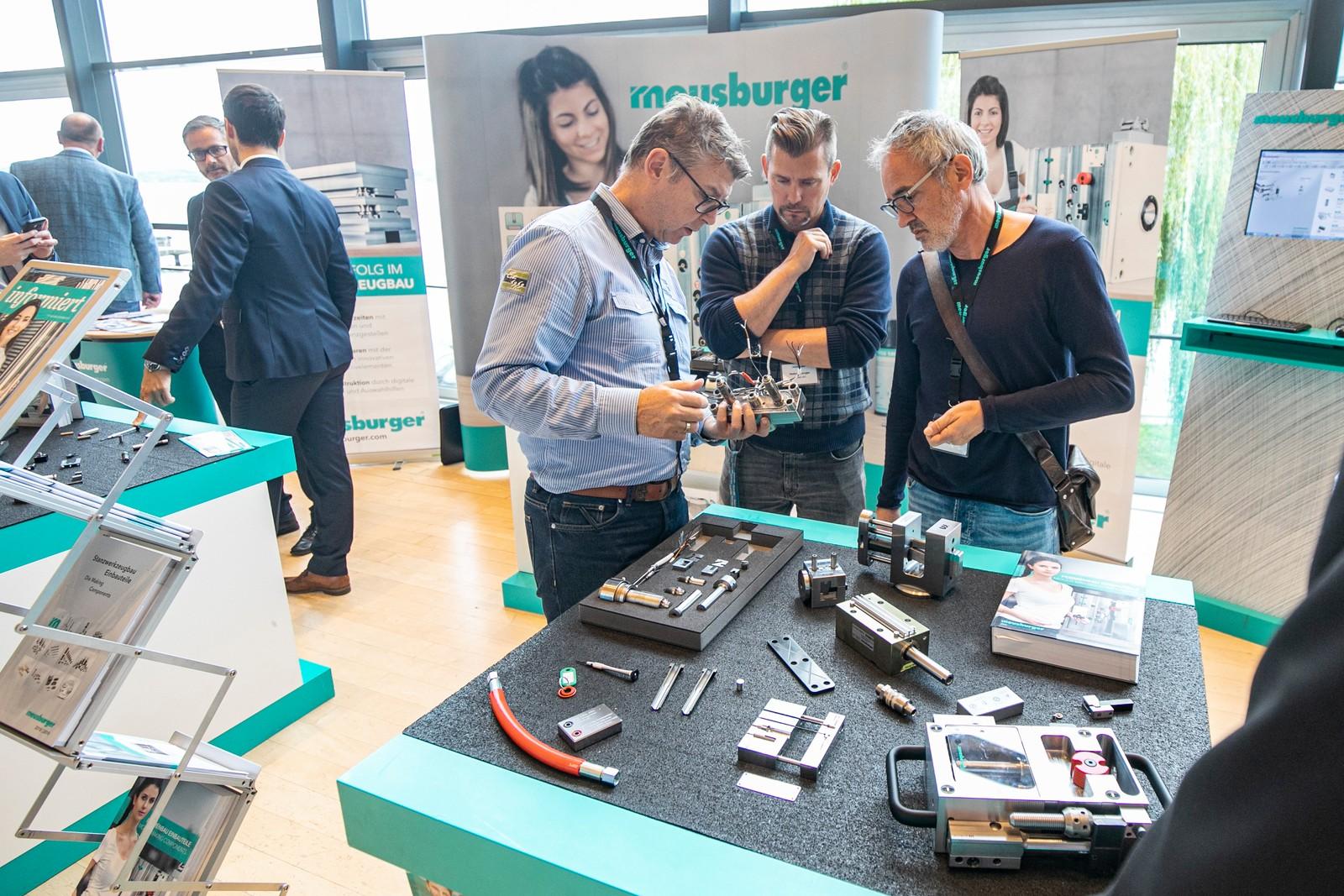 Am Meusburger Stand gab es Produktneuheiten wie die Werkzeuginnendrucksensoren oder die neue Schrägauswerfereinheit zu sehen.