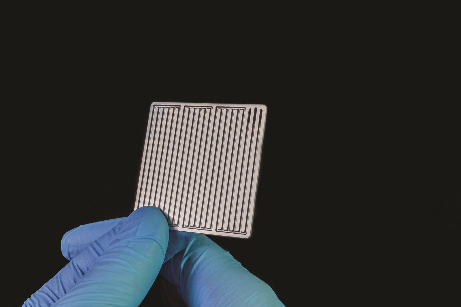 Die filigranen Kanal- und Rillenstrukturen bipolarer Platten lassen sich mit fotochemischem Ätzen, wie es Precision Micro anbietet, hervorragend umsetzen.