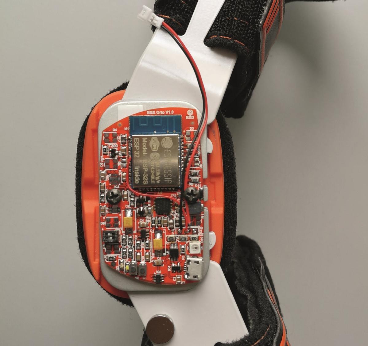 Die eingebettete Elektronik im intelligenten Bauteil erfasst die Sensordaten.